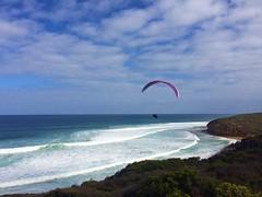 Austrália... país tropical como o Brasil! (Ruby Augusto) Tags: oceanoíndico cliff ocean beach praiaoceânica penhasco floresta forest paraglider parapente sky céu clouds austrália australia oceania waves ondas nuvens indianocean
