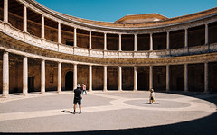 Circle Yard with Pillars (Poul-Werner) Tags: alhambra andalusia andalusien gislevrejser granada spain architecture geometry pattern travel travelbycoachorbus urban granadaprovince