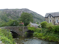 Old Bridge at Beddgelert (2) (Marit Buelens) Tags: eu uk wales cymru snowdonia beddgelert bridge stream river water mountain flowers cottage house building tree plant bush arch afonglaslyn riverglaslyn
