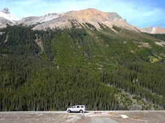 Our Lonely Car on Icefields Parkway, Alberta (Joseph Hollick) Tags: alberta icefieldsparkway mountain car