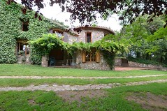 Exterior1 (brujulea) Tags: brujulea casas alquiler arbucies gerona girona camp den pla exterior