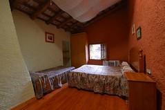 Habitación Triple (brujulea) Tags: brujulea casas alquiler arbucies gerona girona camp den pla habitacion triple