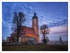 am Wegesrand (Norbert Kaiser) Tags: smartphonephotography googlepixel3xl blauestunde bluehour dämmerung abendlicht abend kirche church kirchturm sora klipphausen mittelsächsischeslösshügelland