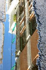 La grieta del suelo (Micheo) Tags: spain calle suelo ground reflejo charco agua