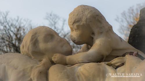 Pere lachaise Statue