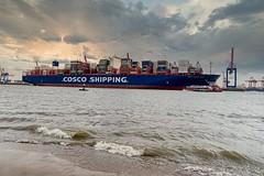 Containeriese verläßt den Hamburger Hafen (Fritz Zachow) Tags: hamburg schiffe hafen deutschland containerschiff