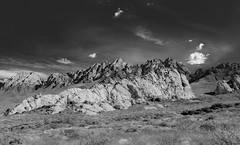 (el zopilote) Tags: organmountains newmexico landscape organmountainsdesertpeaksnationalmonument chihuahuandesert panorama pano lumix g9 leicavarioelmarit1260mmf284asph bw bn nb blancoynegro blackandwhite noiretblanc monochrome