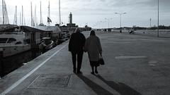 Il moletto (Lorenzog.) Tags: moletto marinadiravenna ravenna emiliaromagna italy marina adriaticsea monochrome myplaces molo dock pier lighthouse people walking