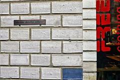 ,002 (roberke) Tags: red wall facade text rood muur gevel tekst blue germany blauw leipzig bleu duitsland stenen eenvoud minimalisme minimalistisch brics eenvoudig
