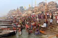 La foule le matin...Varanasi /India (geolis06) Tags: geolis06 asia asie inde india uttarpradesh varanasi benares gange ganga ghat inde2017 olympus hindu hindou religieux religious sage sadhu banaras olympuspenf olympusm1240mmf28