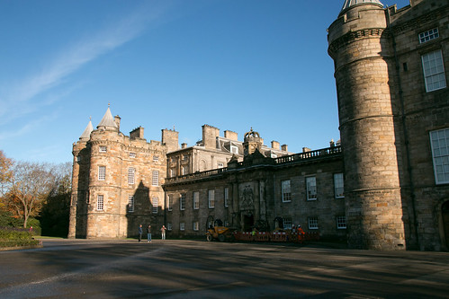 Palace of Holyrood - Forecourt  3