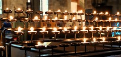 For Those Not With Us At Christmas. Nov 2019 (Simon W. Photography) Tags: stmaryandallsaintschurch crookedspirechurch crookedspire chesterfield candles christmas christmas2019 fire flame religion religious derbyshire chesterfieldparishchurch remembrance