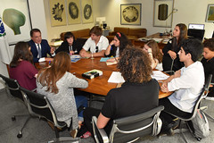 "Conversa Com Estudantes do 9º Ano no Gabinete • <a style=""font-size:0.8em;"" href=""http://www.flickr.com/photos/100019041@N05/49092574501/"" target=""_blank"">View on Flickr</a>"