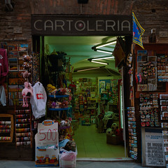 Firenze Cartoleria (Scott Micciche) Tags: 75mm kodak believeinfilm firenze madewithkodak portra800 rolleiflex sixbysix toscana