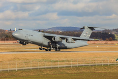 86-0026, Lockheed C-5B Galaxy US Air Force @ Stuttgart STR EDDS (LaKi-photography) Tags: flugzeug plane avion aircraft transport militär military deutschland germany flughafen flugplatz airport airbase havalimanı havakuvvetleri самолет 航空機 аэропорт 空港 エアフォース ввс военновоздушныесилы transportflugzeug cargoplane cargo frachter airforce usaf usairforce luftwaffe luftfahrt aviation aviación aviaciónmilitar stuttgart badenwürtemberg edds str lockheed c5 galaxy forcaaerea airfield canon spotting