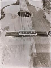 Spanish Guitar (shortscale) Tags: langzeitbelichtung guitar schwarzweiss blackandwhite noiretblanc monochrome buw spanishguitar