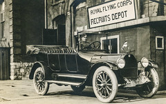 """""""Royal Flying Corps Recruits Depot"""" Grande Bretagne (mdelajudie) Tags: car flag militaire military voiture automobile rfc royalflyingcorps wwi 1418 scotland vintage"""