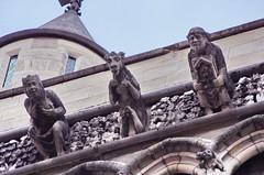 212 France - Bourgogne, Dijon, Place Notre-Dame, église Notre-Dame de Dijon (paspog) Tags: france bourgogne dijon statues sculptures august août 2019 église kirche church chiesa placenotredame églisenotredamededijon