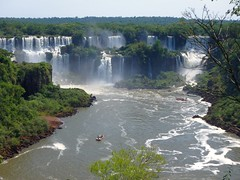 Sailing through Iguazu waterfalls (pepa_carbassa) Tags: waterfalls cascadas cascades wasserfall water eau agua aigua river rio fleuve riu iguazu iguaçu brasil argentina naturaleza naturalezacautivadora natura nature