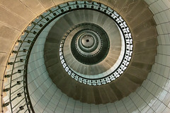 Île Vierge lighthouse (Jan van der Wolf) Tags: map1999v lighthouse vuurtoren tower staircase stairway trap wenteltrap handrail leuning geometric geometry spiralstaircase spiral îlevierge phare