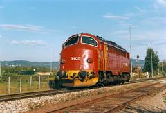 NSB Di 3 625 (Stig Baumeyer) Tags: diesellocomotive diesel diesellokomotive diesellok diesellokomotiv di3 nsb norgesstatsbaner nsbdi3 nohab nohabgm nydqvistholm trollhättan emd electromotive generalmotors gm gm16567 hell hellrailwaystation
