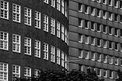 Frisch geschieden (michael_hamburg69) Tags: hamburg germany deutschland hansestadt innenstadt hochhaus grau cityhochhäuser cityhof 1958 architekt architect rudolfklophaus klosterwall sprinkenhof frischgeschieden