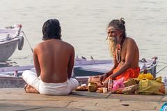 Voie sacrée..Sacred Way....India (geolis06) Tags: geolis06 asia asie inde india uttarpradesh varanasi benares gange ganga ghat inde2017 olympus hindu hindou religieux religious sage sadhu banaras brahmane olympusem5 olympusm75300mmf4867ii