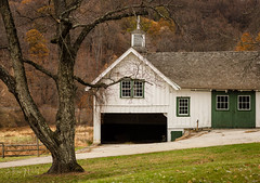 (Jennifer MacNeill) Tags: barn farm stable valleyforge pa fall autumn seasons pennsylvania knox headquarters revolutionarywar