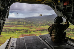"U.S. Army Chinook helicopters provide inter-island troop lift support (#PACOM) Tags: 25thinfantrydivision departmentofdefense dod usarmy army armyaviation aaaa 1stcorps indopacom pacom usarpac uspacific usarhaw 25thcombataviationbrigade ch47 chinook trooplift infantry 2ndinfantrybrigadecombatteam airassault hawaii interisland fscx firesupportcoordinationexercise usindopacificcommand ""usindopacomhilounited states"