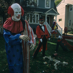 NJ Halloween 47 (stevensiegel260) Tags: halloween clown yard suburban newjersey halloweendecorations