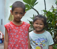 brother and sister (the foreign photographer - ฝรั่งถ่) Tags: brother sister kids children khlong lard phrao portraits bangkhen bangkok thailand nikon d3200