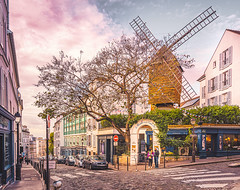Le Moulin de la Galette (Ro Cafe) Tags: paris montmartre moulin restaurant autumn travel street city nikkor1424mmf28 sonya7iii
