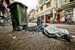Homeless and charcoal (Ma Poupoule) Tags: homeless charcoal inde india street rue homme vieilhomme varanasi bénarés bénarès