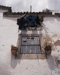 Drying the laundry (Óbidos) (lebre.jaime) Tags: portugal óbidos architecture streetphotography analogic film120 mediumformat kodak portra400 hasselblad 503cx carlzeiss distagon cf4050fle epson v600 affinity affinityphoto