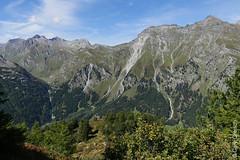 Blick nach Westen auf der Motta Salacina unweit von Maloja; unten das Val Bregaglia, rechts der Piz Lunghin (Bergell, Graubünden) (14/09/2019 -05) (Cary Greisch) Tags: bergell che carygreisch kantongraubünden maloja mottasalacina pizlunghin switzerland valbregaglia