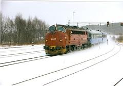 NSB Di 3 617 (Stig Baumeyer) Tags: diesellocomotive diesel diesellokomotiv diesellok diesellokomotive di3 nsb norgesstatsbaner nsbdi3 nohab nohabgm nydqvistholm gm generalmotors gm16567 emd electromotive trollhättan trondheim passengertrain personenzug persontog leangen sj statensjärnvägar