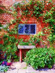 Sissinghurst Castle Garden, Kent, UK (photphobia) Tags: sissinghurstcastlegarden sissinghurst vitasackvillewest kent nationaltrust theweald uk england europe oldwivestale holiday outside outdoor buildings garden flowers