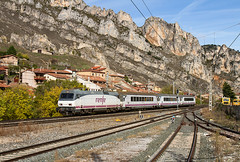 Intercity Bilbao/Irún-Vigo/A Coruña pasando por Pancorbo (ordunte) Tags: siemenskraussmaffei252 renfe252 renfe arco materialconvencional intercity pancorbo imperial líneamadridirún burgos castillayleón desfiladerodepancorbo