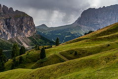 A9909488_s (AndiP66) Tags: sigma24105mmf4 grödnerjoch passogardena grödnertal gardenavalley valbadia bergpass pass mountainpass dolomiten dolomites dolomiti mountains berge alps alpen aussicht view südtirol alto adige southtyrol trentino veneto autumn sony alpha sonyalpha 99markii 99ii 99m2 a99ii ilca99m2 slta99ii sigma sigma24105mmf4dghsmart sigma24105mm 24105mm art amount andreaspeters