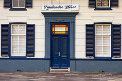 Zuidlandse Hoeve (DDD/TDD) (BraCom (Bram)) Tags: bracom bramvanbroekhoven ddd holland nederland netherlands southholland tdd voorneputten zuidholland zuidhollandsehoeve zuidland architecture architectuur blauw blinds blue brievenbus deur door luiken mailbox onkruid orange oranje raam symmetrical symmetrisch tegels tiles white window wit