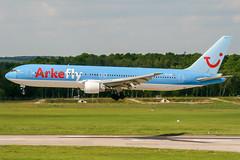 PH-AHQ (PlanePixNase) Tags: aircraft airport planespotting haj eddv hannover langenhagen arkefly tui 767300 b763 767 boeing