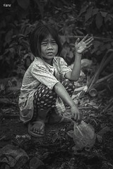 Rifiuto e Innocenza. (iw2ijz) Tags: 2019 portrait ritratto commercio reflex nikon d500 fotografare street cambogia cambodia children kids child pollution rifiuti povertà 1755