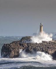 El faro solitario (therlo28) Tags: faro temporal agua mar exterior naturaleza roca ola wave water nature sea mare