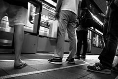 Attesa del proprio turno (paola.verdoliva) Tags: metropolitana stazione turno ordine biancoenero