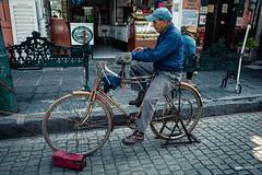 El afilador (hapePHOTOGRAPHIX) Tags: 484mex 999sld américadelnorte ciudaddeméxico coyoacán distritofederal fahrrad fahrzeug laciudaddeméxico mexico mexicocity mexiko mexikostadt méxico nordamerika northamerica ricohgriii ungesättigt ciudad dsplyys grau hapephotographix stadt strasenszene streetphotography urban