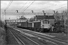 86328. Cathiron (Jason 87030) Tags: cathiron warks tracks al6 class86 85 1983 scan bw bbw bnw black white noir tones blanc loco engine ts parcels electric al5 class85 brblue era british rail roarer locos
