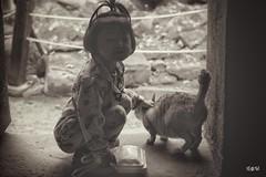 Tutto quello che serve. (iw2ijz) Tags: 2019 1755 reflex nikon d500 khmer trip viaggio tempio temple travel cambodia cambogia angkor ritratto portrait nero monocomo monocrom sepia siem reap fotografico workshop viaggi siemriep templi taprohm