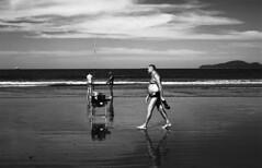 On the beach (Manuel Goncalves) Tags: fujineopanacros100 standdevelopment analogue nikonfg20 nikkor28mm santos beach blackandwhite 35mmfilm epsonv500scanner brazil