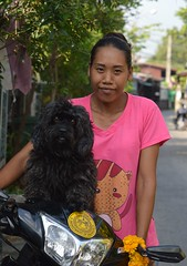 lady with dog and new motorcycle (the foreign photographer - ฝรั่งถ่) Tags: lady woman curly haired dog khlong thanon portraits bangkhen bangkok thailand nikon d3200