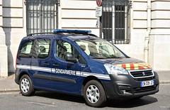 Gendarmerie Nationale (Arthur Lombard - Véhicules de Secours) Tags: police policecar policestation gendarmerie gendarmerienationale paris france emergency 911 999 112 17 nikon nikond750 lightbar bluelight